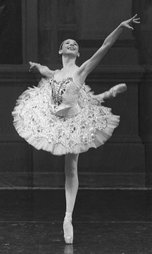 Julie Cherlow in Paquita